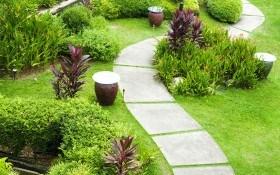 Садовые дорожки в дизайне усадьбы: основные стили и виды