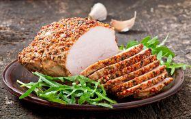 Пряное жаркое из свиной вырезки в горчичной панировке