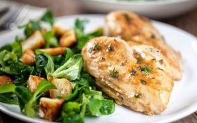 Теплый салат из курицы и овощей