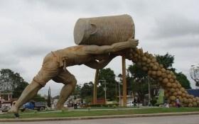 Необычные  памятники картошке
