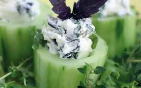 Огурцы фаршированные сыром и мятой