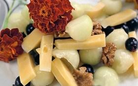 Салат из дыни с сыром