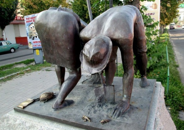 Памятник дачникам в Бердянске