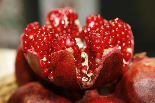 Сад из рубинового зернышка…