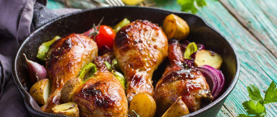 Куриные голени, запеченные с овощами