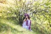 В первый день Зеленой недели девушки плели венки