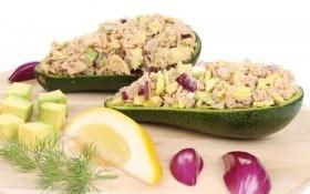 Авокадо с тунцом