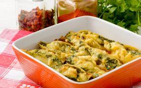 Фаршированные колбасками конкильони в тыквенном соусе