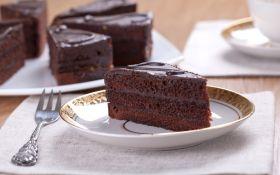 Торт «Захер» с ягодным конфитюром