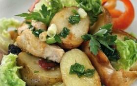 Горячий картофельный салат с курицей