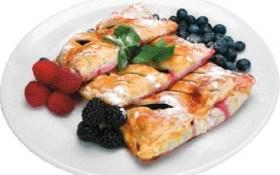 Пирог с консервированными сливами