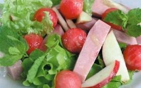 Салат с арбузом и ветчиной
