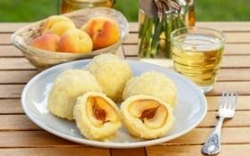Творожные кнедли с абрикосами