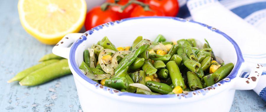 Теплый салат из фасоли и кукурузы
