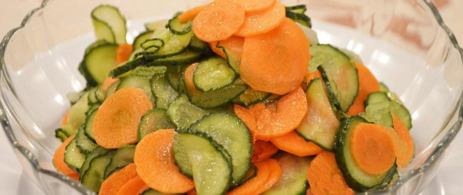 Морковь и огурцы в медовом соусе