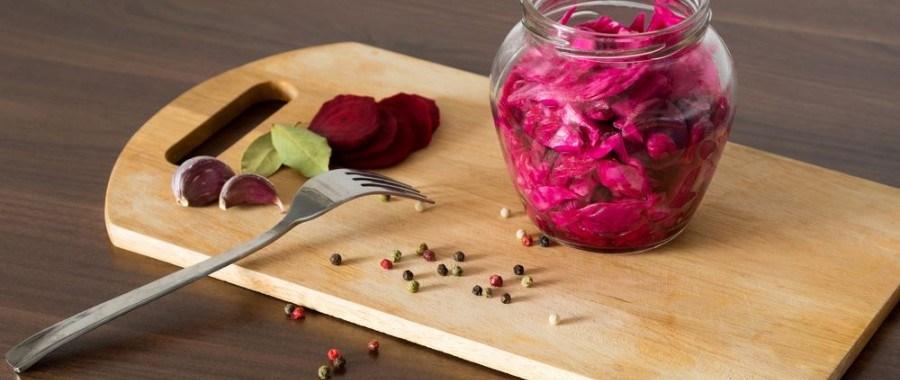 Розовая квашеная капуста